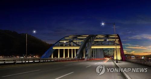 밤이면 화려하게 변하는 의암호…춘천 소양2교에 미디어 파사드