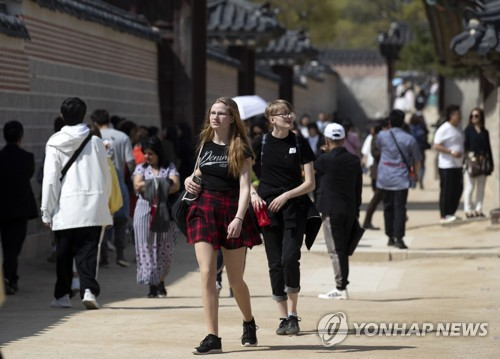 방한 외국인 관광객 3월 154만명…작년보다 12.4% 증가