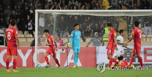 South Korean football players react after conceding a goal against Iran during their 2018 FIFA World Cup qualifier at Azadi Stadium in Tehran on Oct. 11, 2016. (Yonhap)