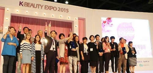 "This photo provided by KINTEX shows winners of the ""K-Beauty Expo 2015 Editor's Choice."" (Yonhap)"