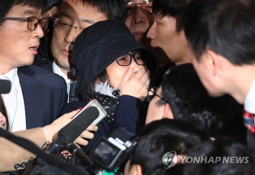 (3rd LD) Prosecutors place Choi Soon-sil under emergency detention after questioning