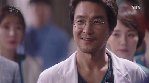 "This image shows a still of Han Suk-kyu in ""Dr. Romantic."" (Yonhap)"