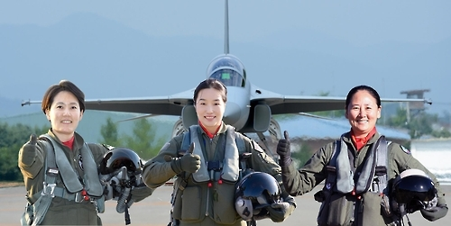 This photo provided by the Air Force shows Maj. Park Ji-won, Maj. Park Ji-yeon and Maj. Ha Jeong-mi (from L to R), three pilots who have been recently appointed as the country's first female vice commanders of fighter squadrons. (Yonhap)