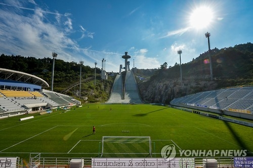 This photo, provided by Gangwondo Development Corp. on Sept. 4, 2016, shows the football pitch set up in the landing area of Alpensia Ski Jumping Centre. Pro football club Gangwon FC played four home matches there in 2016, and will play all home contests there in 2017. (Yonhap)