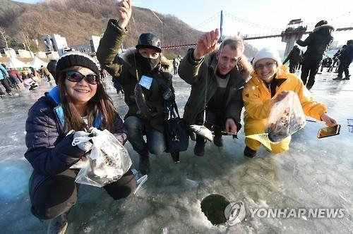 File photo from 2016 Sancheoneo ice festival (Yonhap)