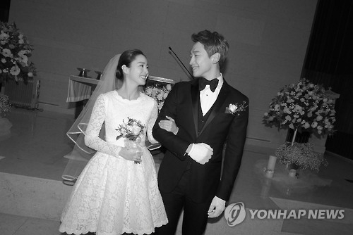 In this photo provided by the Rain Company, singer-actor Rain and actress Kim Tae-hee smile during their wedding at Gahoe-dong Church in central Seoul on Jan. 19, 2017. (Yonhap)