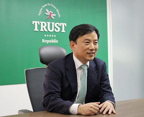 This photo, provided by Trust Lifestyle on Jan. 24, 2017, shows its chief Kong Sung-bae at his office in southern Seoul. (Yonhap)