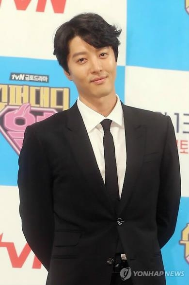 The file photo is of actor Lee Dong-gun (Yonhap)