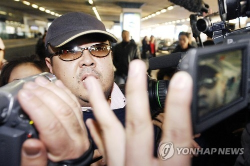 Kim Jong-nam, the elder half-brother of North Korean leader Kim Jong-un, is surrounded by reporters at a Beijing airport on Feb. 11, 2007, in this photo released by The Associated Press. (Yonhap)