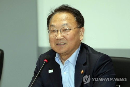 S. Korean economy performs better-than-expected in Q1: finance minister - 1