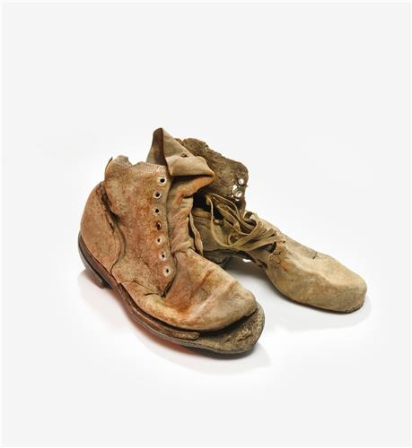 The photo provided by the National Museum of Korean Contemporary History shows a pair of combat boots uncovered from the burial site of the war dead. (Yonhap)