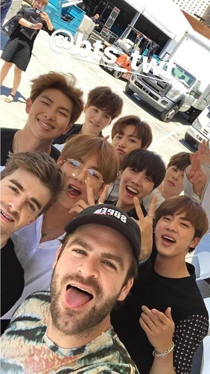 This image taken from the Twitter page of The Chainsmokers on May 22, 2017, shows the American duo and BTS taking a selfie. (Yonhap)