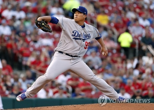In this Associated Press photo, Ryu Hyun-jin of the Los Angeles Dodgers delivers a pitch against the St. Louis Cardinals in their Major League Baseball regular season game at Busch Stadium in St. Louis on May 31, 2017. (Yonhap)