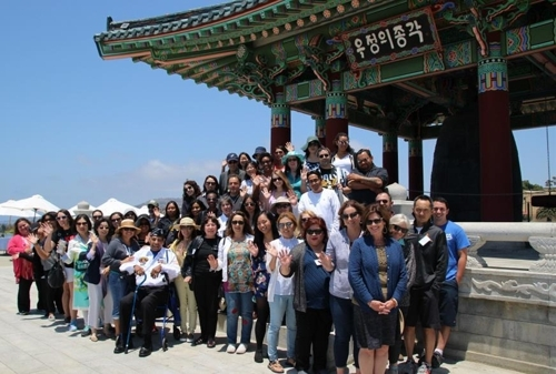 At the Korean Bell of Friendship in Los Angeles (Yonhap)