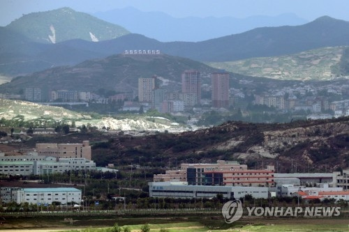 This file photo, taken on May 15, 2017, from the Dora Observatory in Paju, north of Seoul, shows the now-shuttered South Korean industrial park (front) in the North Korean city of Kaesong. Attention is being drawn to whether Seoul could resume the operation of the Kaesong Industrial Complex, which was shut down in 2016 following Pyongyang's nuclear and missile provocations. (Yonhap)