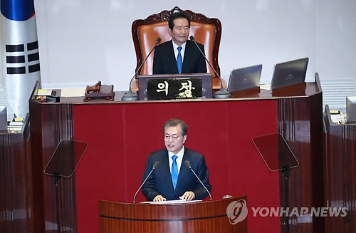 President Moon Jae-in (front) delivers his state of the nation address at the National Assembly in Seoul on Nov. 1, 2017. (Yonhap)
