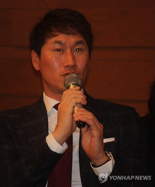 In this file photo taken Jan. 16, 2015, former South Korean football player Yoo Sang-chul speaks at an event in Tokyo. (Yonhap)