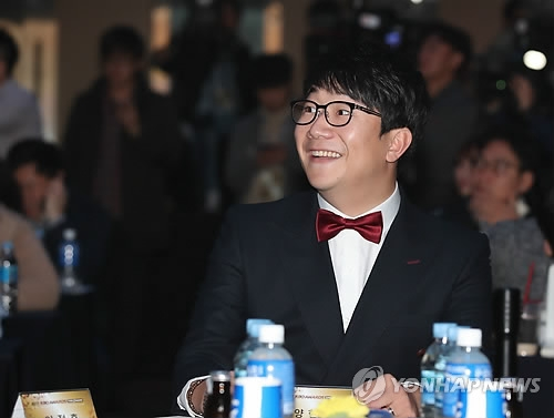 In this file photo taken Nov. 6, 2017, Yang Hyeon-jong of the Kia Tigers smiles during the annual Korea Baseball Organization awards ceremony in Seoul. Yang was voted by his peers as the best player of 2017 on Dec. 5. (Yonhap)