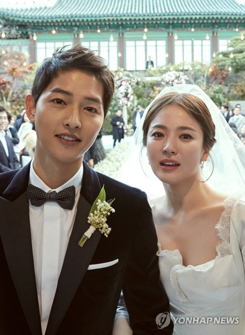 This photo provided by Blossom Entertainment and UAA shows star actress Song Hye-kyo and her actor husband Song Joong-ki at their wedding in Seoul on Oct. 31, 2017. (Yonhap)