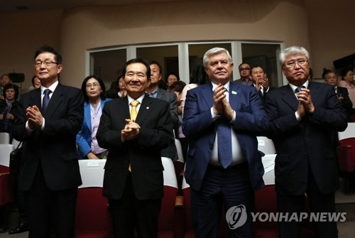 National Assembly Speaker Chung Sye-kyun (2nd from L) visits a theater in Kazakhstan during his visit to the Central Asian country on March 11, 2018, in this photo provided by his office. (Yonhap)