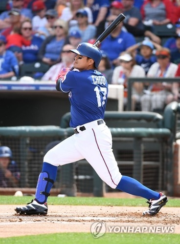 In this Getty Images file photo from March 16, 2018, Choo Shin-soo of the Texas Rangers hits a solo home run against the Seattle Mariners during the first inning of a spring training game at Surprise Stadium in Surprise, Arizona. (Yonhap)