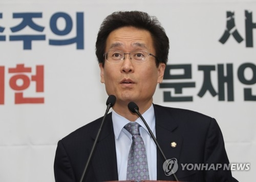 This photo, taken March 22, 2018, shows Rep. Ham Jin-gyu, the policy chief of the main opposition Liberty Korea Party, speaking during a party meeting at the National Assembly in Seoul. (Yonhap)