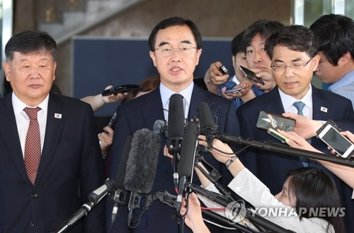 Unification Minister Cho Myoung-gyon speaks before he leaves for inter-Korean talks on June 1, 2018. (Yonhap)