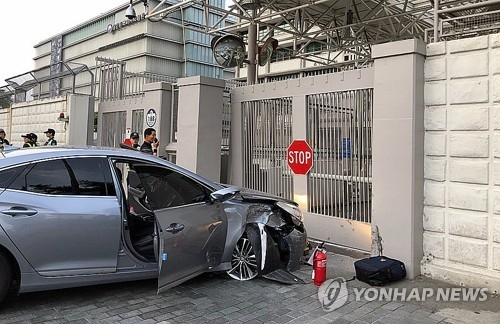 This photo shows a car damaged after crashing into the main gate of the U.S. Embassy in central Seoul on June 7, 2018. (Yonhap)