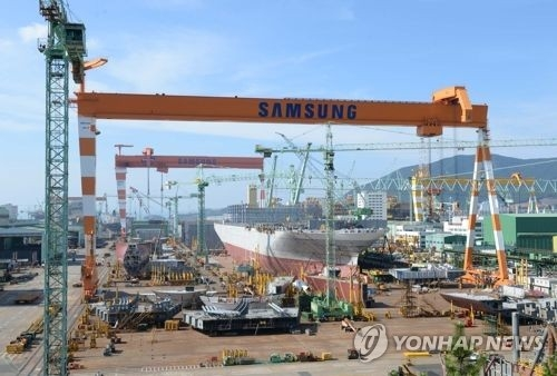 This file photo shows cranes at Samsung Heavy Industries Co.'s shipyard in Geoje, some 470 kilometers southeast of Seoul. This photo was provided by the Ministry of Trade, Industry and Energy. (Yonhap)