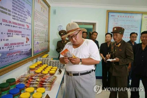A photo released by the Rodong Sinmun on Aug. 8, 2018, shows North Korean leader Kim Jong-un visiting a fish pickling factory in South Hwanghae Province. (For Use Only in the Republic of Korea. No Redistribution.) (Yonhap)