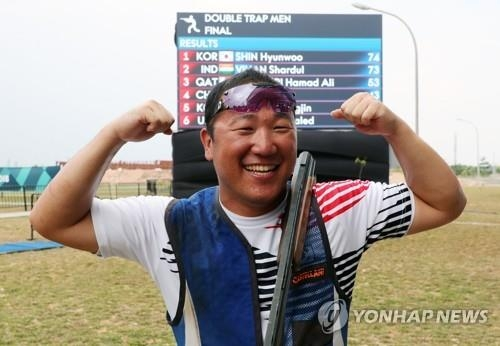 South Korean shooter Shin Hyun-woo celebrates after winning the men's double trap competition at the 18th Asian Games at the Jakabaring Sport City Shooting Range in Palembang, Indonesia, on Aug. 23, 2018. (Yonhap)