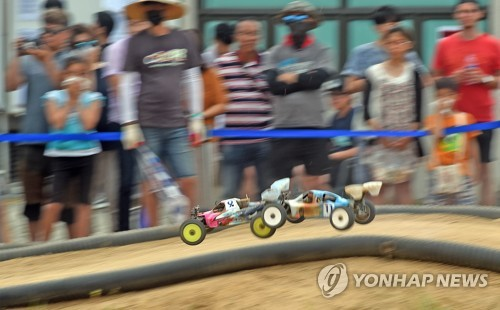 Radio-controlled car racing is under way during the 2018 World Leisure Games in the northeastern city of Chuncheon on Aug. 26, 2018. (Yonhap)