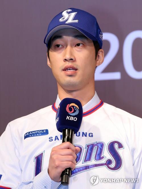 South Korean infielder Lee Hak-ju speaks after being selected second overall by the Samsung Lions at the annual Korea Baseball Organization draft in Seoul on Sept. 10, 2018. (Yonhap)
