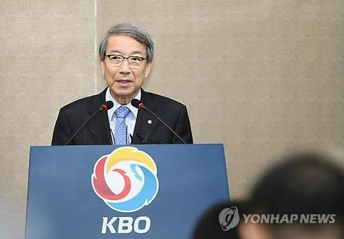 Chung Un-chan, commissioner of the Korea Baseball Organization (KBO), speaks at a press conference at the KBO headquarters in Seoul on Sept. 12, 2018. (Yonhap)