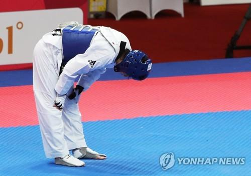 This file photo taken on Aug. 21, 2018, shows South Korean taekwondo fighter Lee Ah-reum reacting after losing to China's Luo Zhongshi in the women's 57-kiogram division final at the 18th Asian Games in Jakarta. (Yonhap)