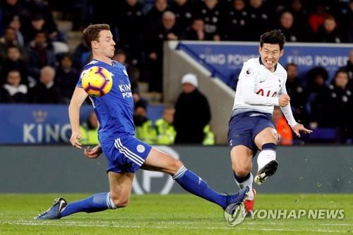 In this photo taken by Reuters, Tottenham's Son Heung-min (R) scores his side's first goal during the English Premier League match between Leicester City and Tottenham Hotspur at King Power Stadium in Leicester, Britain, on Dec. 8, 2018. (Yonhap)