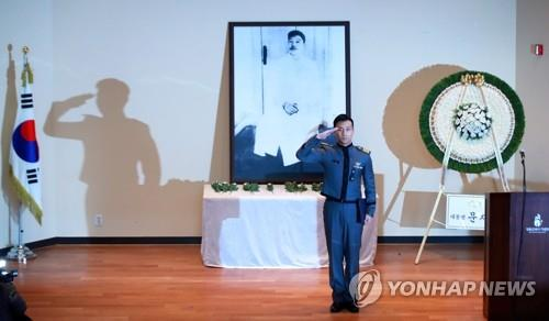 A cadet of the Korea Military Academy salutes after reading the will of Ahn Jung-geun during a memorial service marking the 109th anniversary of Ahn's death in Seoul on March 26, 2019. (Yonhap)