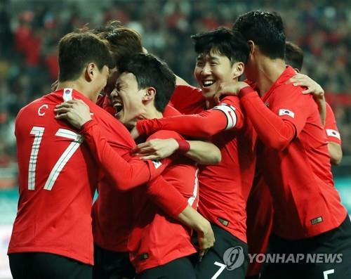 S  Korea's 4-4-2 with Son Heung-min shift produces narrow