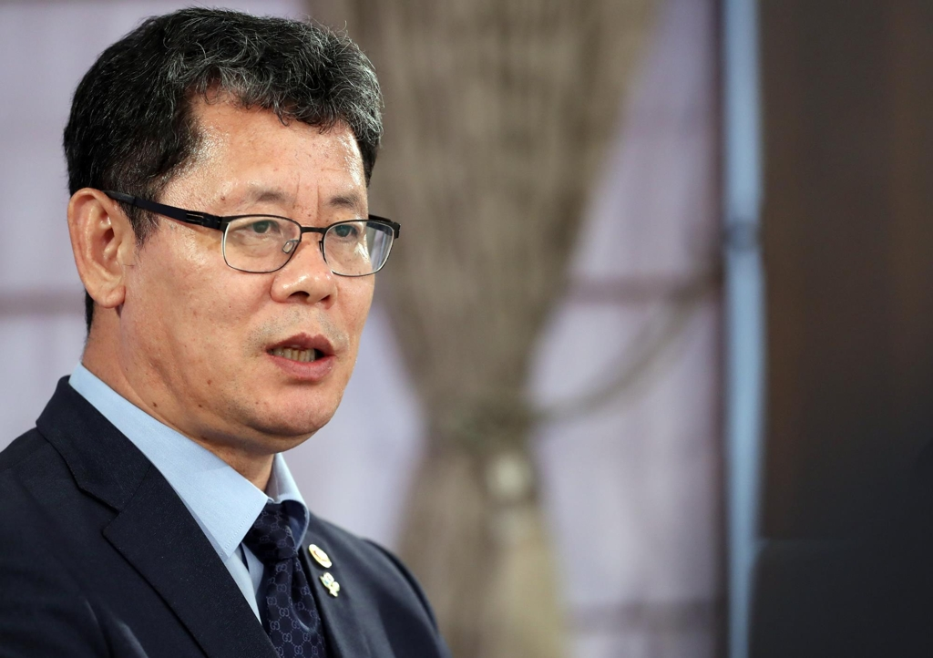 Unification Minister Kim Yeon-chul speaks during a joint interview with Yonhap News Agency and six other global news agencies in Seoul on June 26, 2019. (Yonhap)