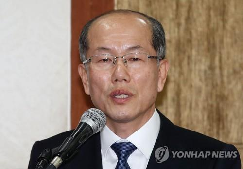 (LEAD) Moon reprimands national security advisor for undetected NK boat