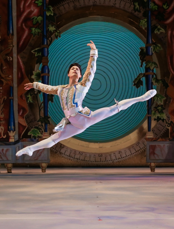 "This photo, taken by Altin Kaftira and provided by Koo Company, shows ballerino Choi Young-gyu performing ""Nutcracker."" (PHOTO NOT FOR SALE) (Yonhap)"