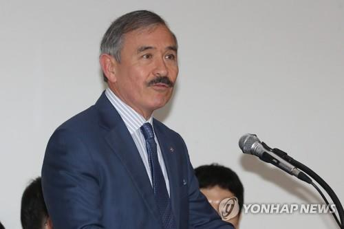 This undated file photo shows U.S. Ambassador to South Korea Harry Harris speaking at a meeting in Seoul. (Yonhap)