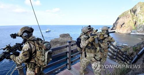 The South Korean Navy's special warfare flotilla officers take part in the Dokdo defense drills in the East Sea on Aug. 25, 2019, in this photo provided by the Navy. (PHOTO NOT FOR SALE) (Yonhap)