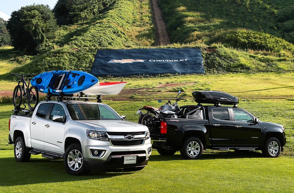 This photo provided by GM Korea on Aug. 26, 2019, shows Colorado pickup trucks, carrying a bicycle, a motorcycle and kayaks, at Welli Hilli Park in Hoengseong, 140 kilometers east of Seoul. (PHOTO NOT FOR SALE) (Yonhap)