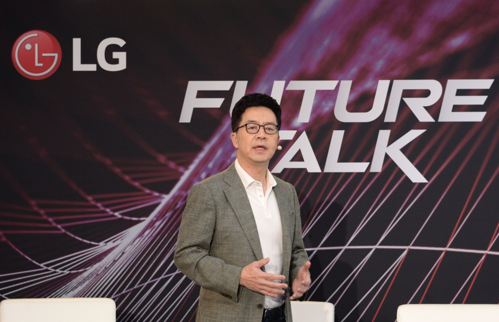 Park Il-pyung, LG Eletronics Inc.'s chief technology officer, speaks during a panel talk on artificial intelligence, on Sept. 5, 2019, in Berlin, held on the sidelines of IFA technology show, in this photo provided by the company. (PHOTO NOT FOR SALE) (Yonhap)