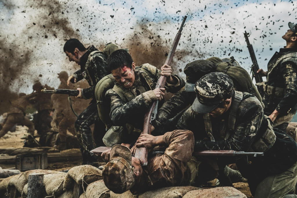 "This image provided by Warner Bros. Korea shows a scene from ""Battle of Jangsari."" (PHOTO NOT FOR SALE) (Yonhap)"