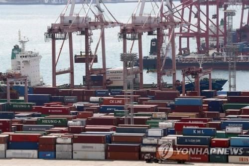 This undated file photo shows containers carrying export goods in the southern city of Busan, South Korea's largest seaport. (Yonhap)