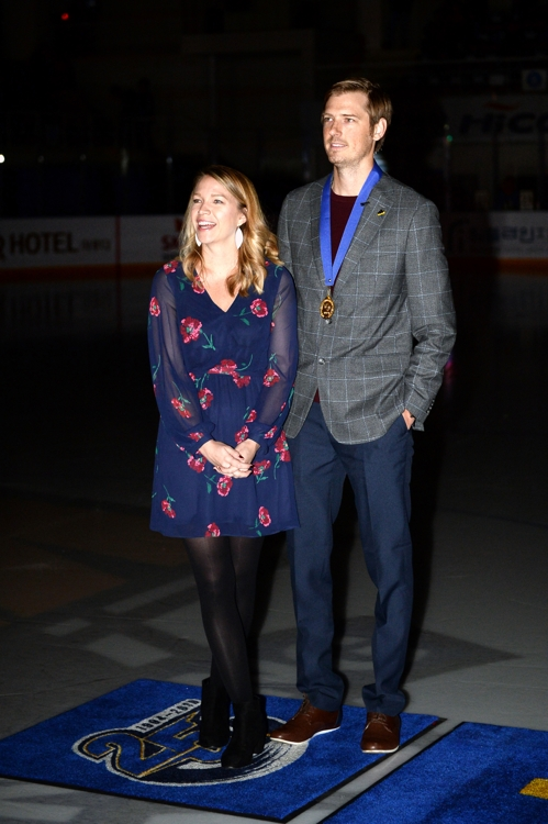 This photo provided by the Anyang Hall hockey club shows the team's former player Brock Radunske (R) with his wife Kelly during his retirement ceremony held at Anyang Ice Arena in Anyang, Gyeonggi Province, on Oct. 12, 2019. (PHOTO NOT FOR SALE) (Yonhap)