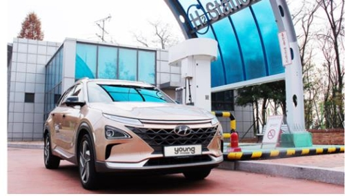 This undated file photo, provided by Hyundai Motor Co., shows a hydrogen fuel-cell car. (Yonhap)