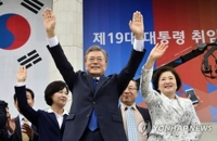 Halfway into term, Moon desperate for renewed vigor in turbulent presidency
